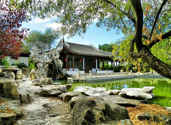 Зеленый оазис из Поднебесной символизирует жизнь во всех ее проявлениях. Фото: Китайский сад в городке Санта-Лючия. Фото: theworldofchinese.com