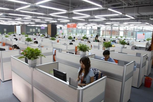 Никогда не угадаешь, заняты ли все делом, или просто серфят интернет и ждут заданий сверху. Источник: www.latinpost.com