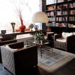 Мини-библиотека в City Central International Hostel