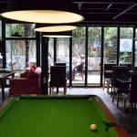 Гости хостела могут играть в бильярд