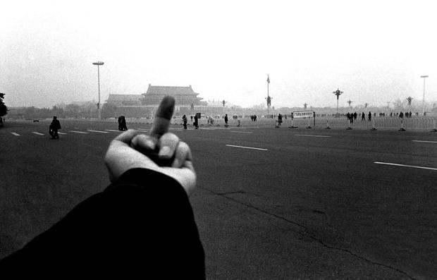 Отношение Вэя к китайским властям. Фото: artsy.net