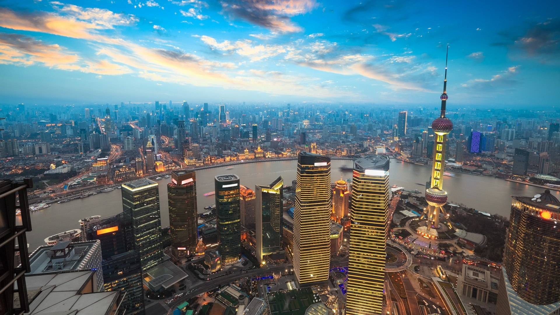 В Китае на удивление гармонично уживаются крайности: традиции и инновации, крестьяне и горожане, автомобили и дикий скот. Фото: zastavki.com
