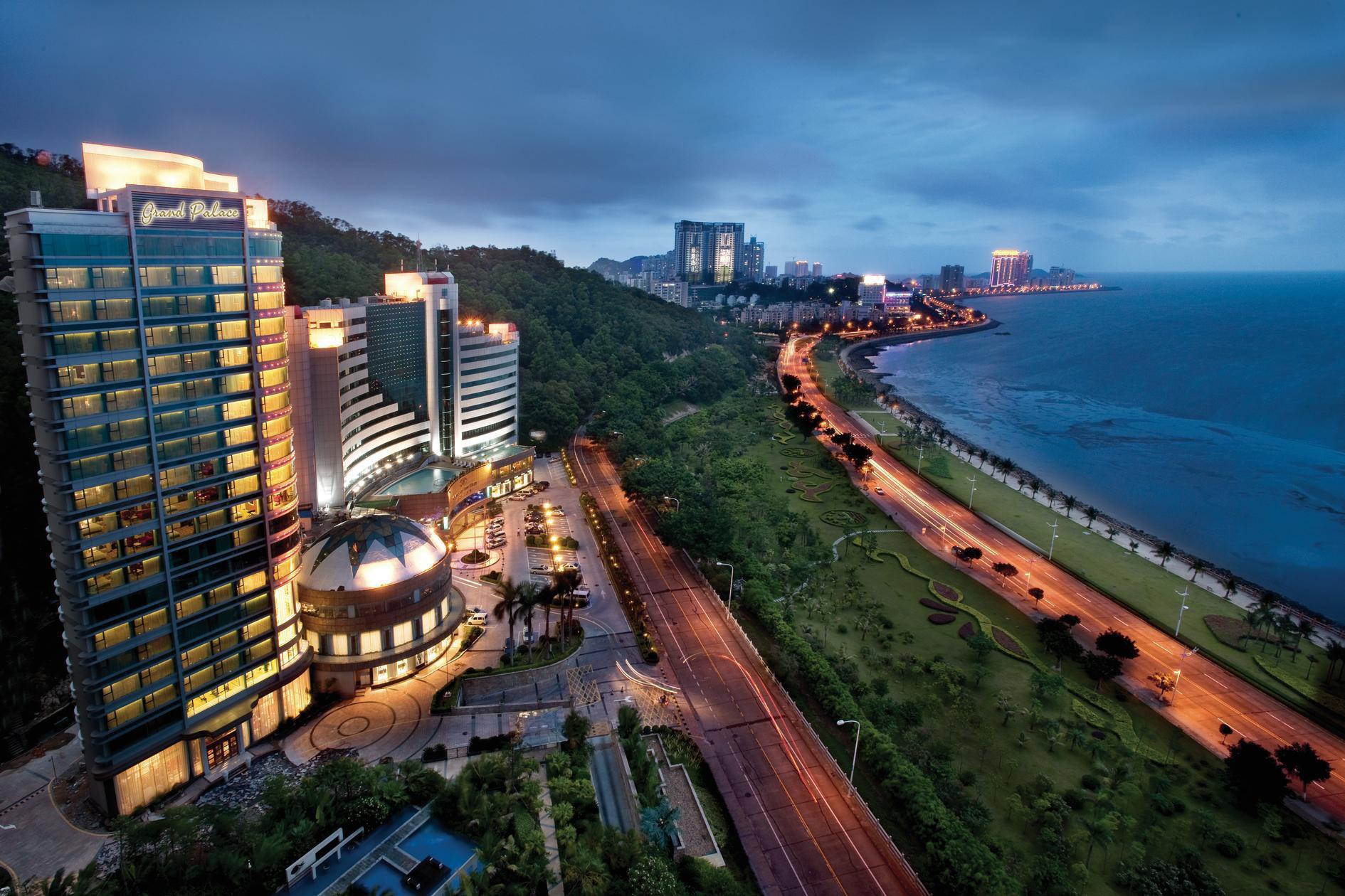 Чжухай - не город, а космос! Раз в 2 года здесь проходит авиакосмический салон. Фото: asiatravel.com