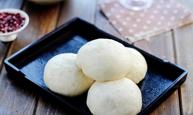 Одно из традиционных праздничных блюд — паровые булочки