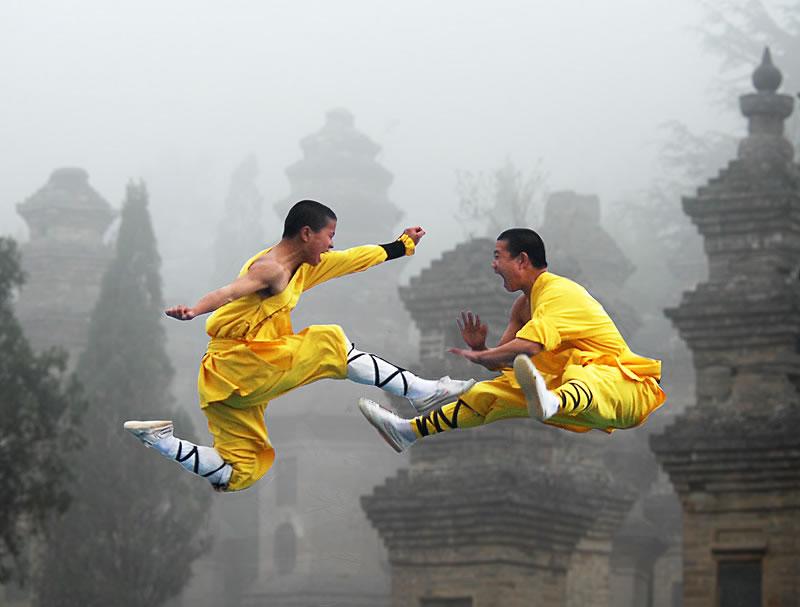 Монахи тренируются в лесу пагод. Фото: larissatravel.ee