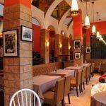В ресторане подают блюда китайской и европейской кухни