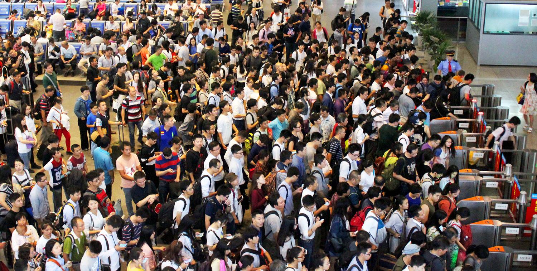 В такой толпе рука и сама потянется что-то скомунниздить :) Фото: https://ic.pics.livejournal.com/
