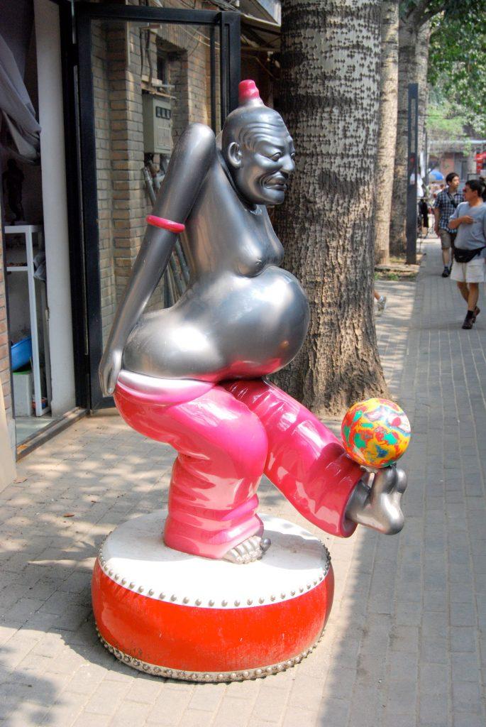 Уличная скульптура в Арт-зоне 798. Фото: herschelian.wordpress.com
