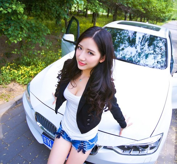 china-girl-bmw-320-1