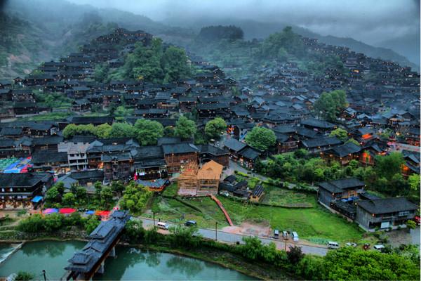 Грозная грозовая китайская деревня. Фото: chinatouradvisors.com
