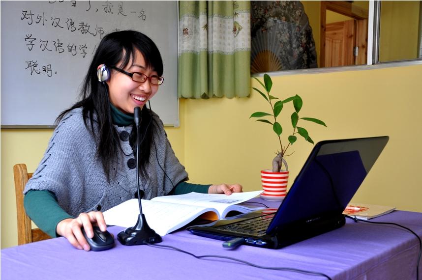 Чисто гипотетически, по ту сторону экрана вы можете общаться вот с такой милой девушкой. Фото: https://mandarinshanghai.com/