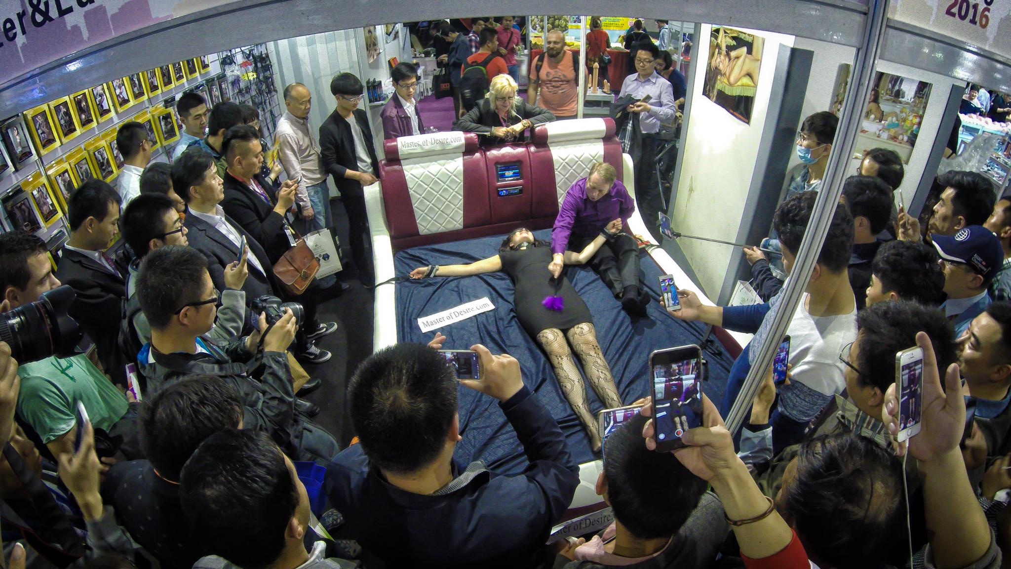 Демонстрация вибро кровати, Шанхай