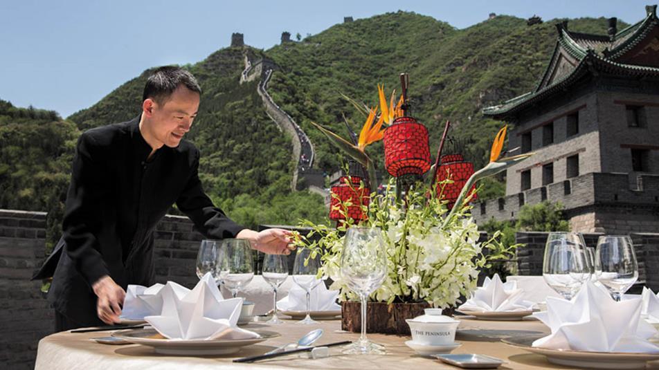 В гостинице Peninsula Beijing вы сожете поужинать с видом на Великую китайскую стену всего за 200 баксов. Фото: https://beijing.peninsula.com