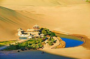 Дуньхуан называют сияющим городом Китайской народной республики. Фото: advantour.com