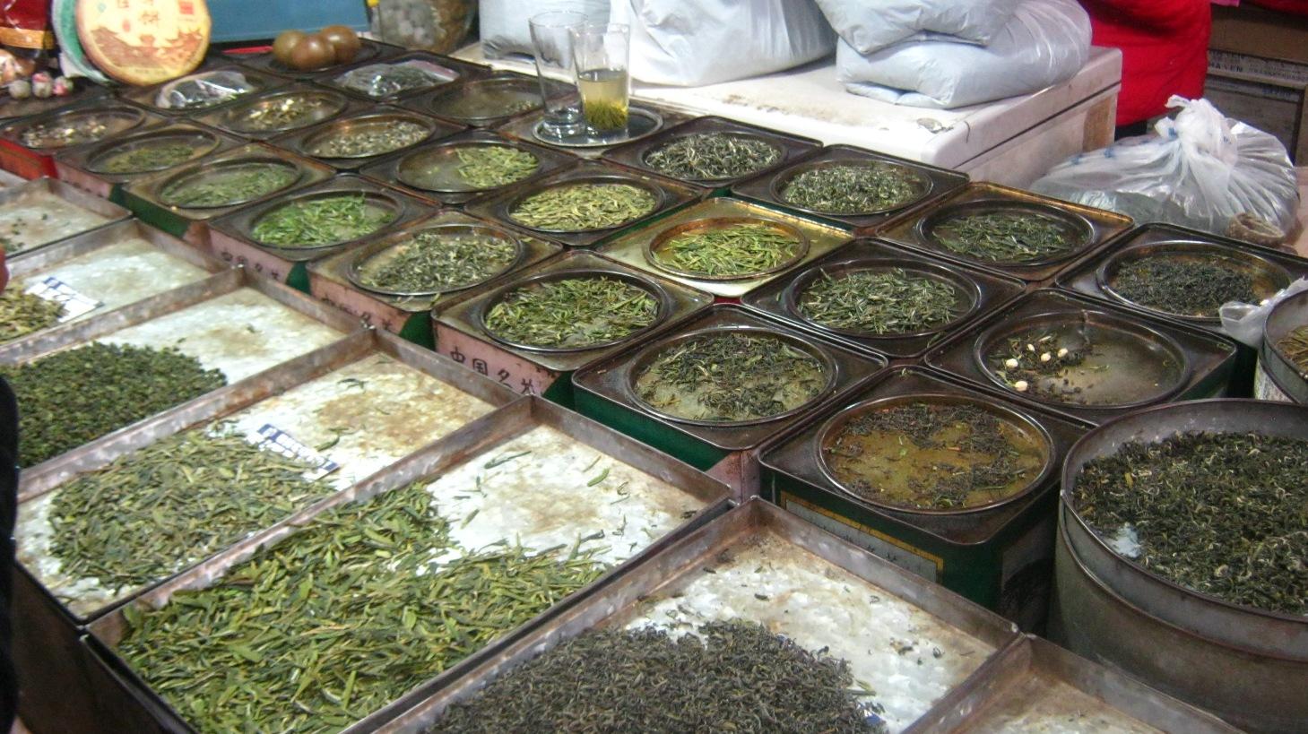 Прилавок с чаем на рынке в Шанхае. Фото: ahungryafrican.wordpress.com