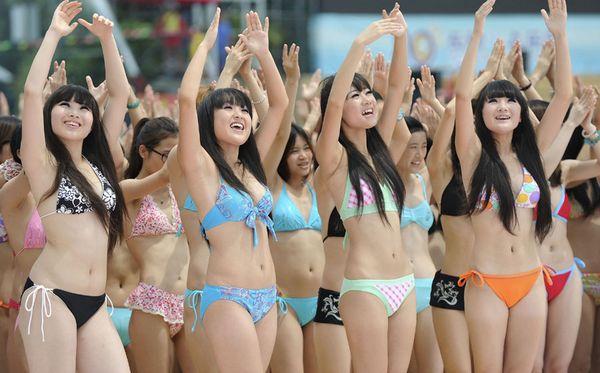 Китаянки в купальниках