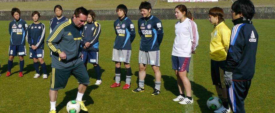 До переезда в Китай Том Байер стал идолом молодёжи в Японии. Фото: tomsan.com