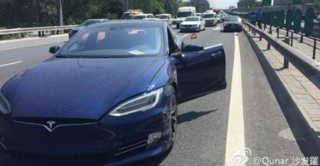 Авария Tesla. Фото с сайта shanghaiist.com