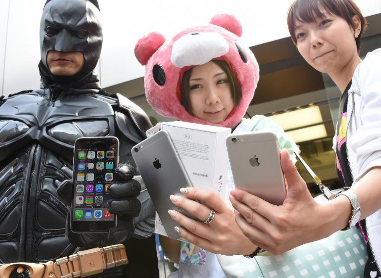 chinese-people-crazy-about-iphone12