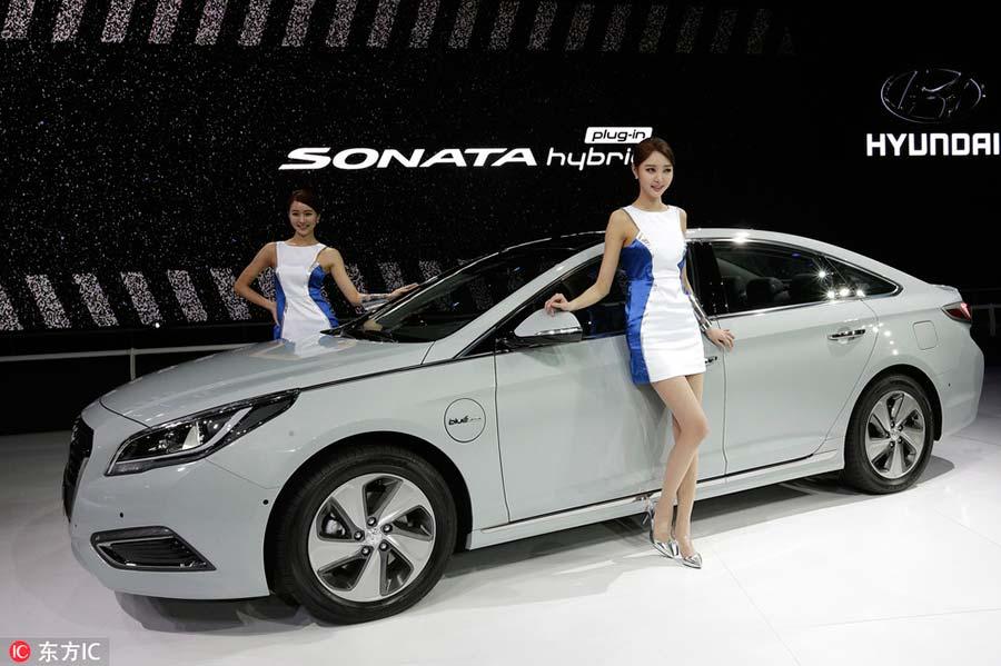 Презентация Hyundai Sonata на международном автосалоне в Сеуле, 2 апреля 2015 года