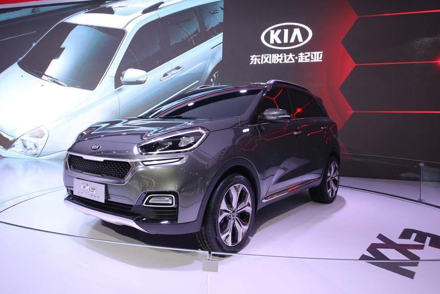 Kia KX3 на автошоу в городе Гуанчжоу, 21 ноября 2014 года