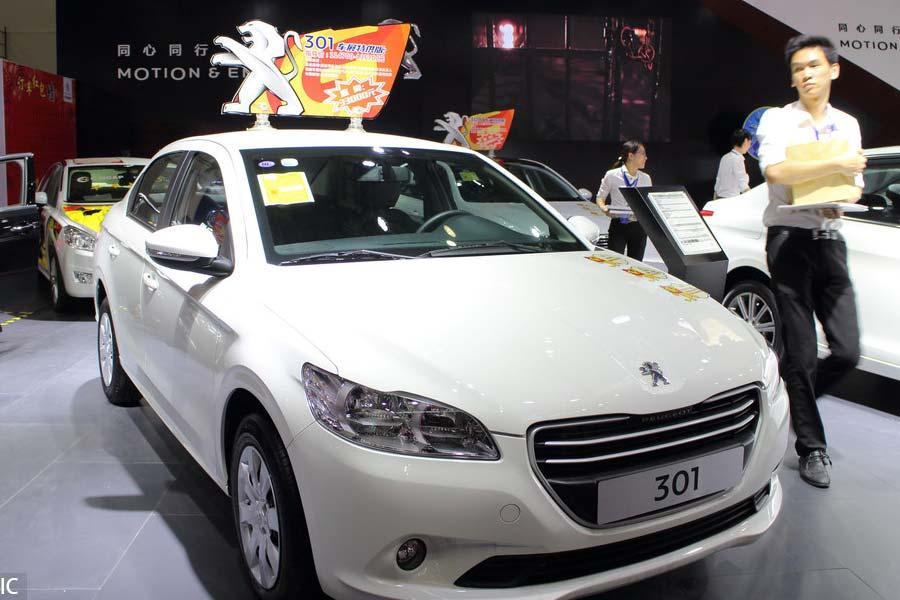 Демонстрация Peugeot 301 на выставке авто в городе Фучжоу, 30 сентября 2015 года