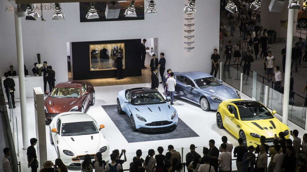 Китай вводит налог на покупку Ferrari и Bentley