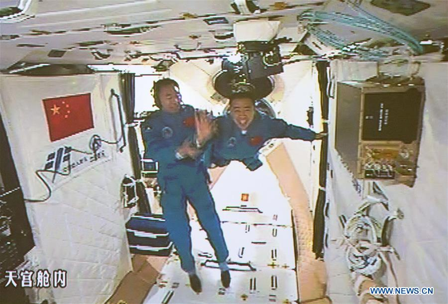 kitaiskie-astronavtu-kosmicheskaya-laboratoria