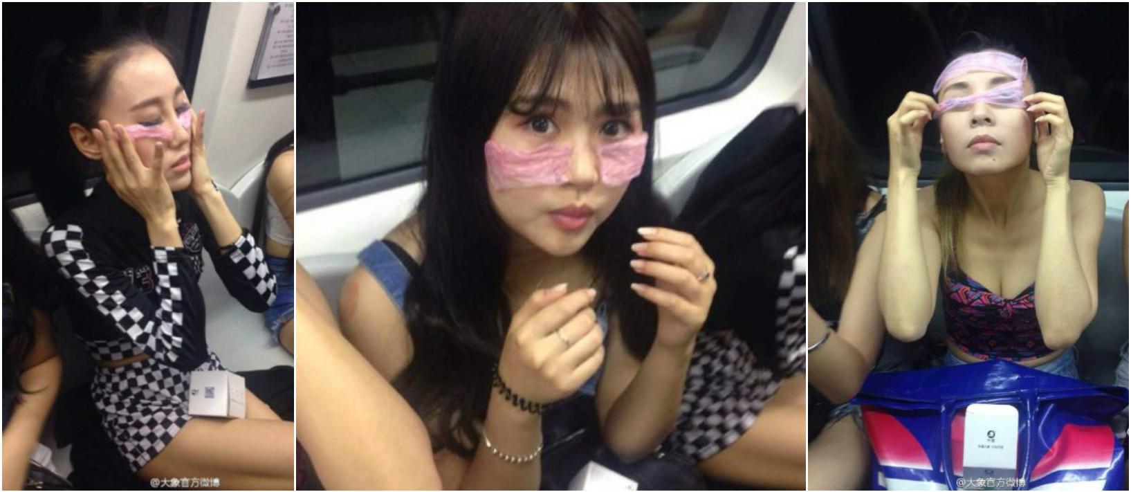 Девушки в метро рекламируют презервативы. Фото via Weibo